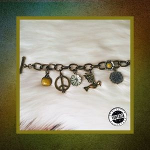 📿 Vintage Hummingbird Charm Bracelet